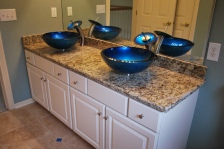 WHITE SHAKER CABINETS WITH SANTA CECILIA GRANITE